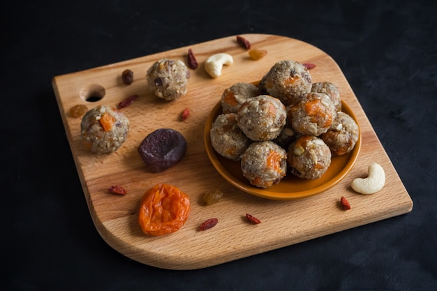 Natural healthy raw energy bites.