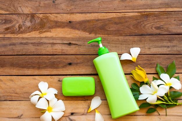 ピースソープと天然ハーブ液体石鹸 Premium写真