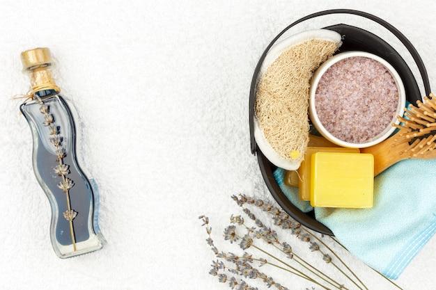 라벤더 추출물이 함유 된 천연 허브 스파 화장품-비누, 소금, 타월, 마사지 브러시, 수건