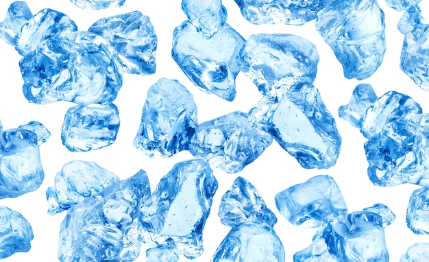 Кубики натурального льда на белом