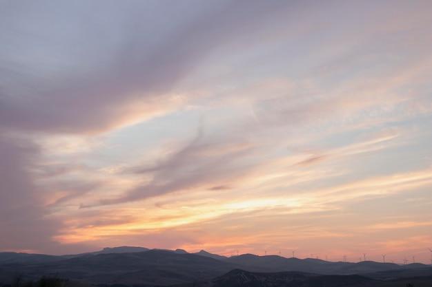 Paesaggio naturale con alba