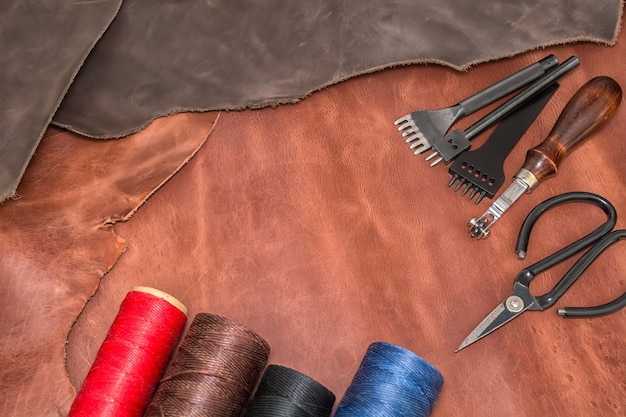 天然皮革、製品を作るための道具、ワックス糸のボビン