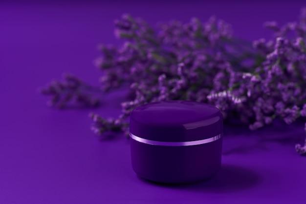 테이블에 보라색 플라스틱 항아리에 천연 밤 화장품 크림 스킨케어 제품.