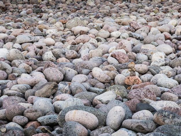 海岸の小石の自然