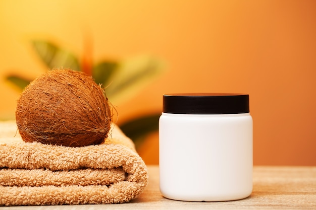피부 관리를위한 천연 유기농 코코넛 크림