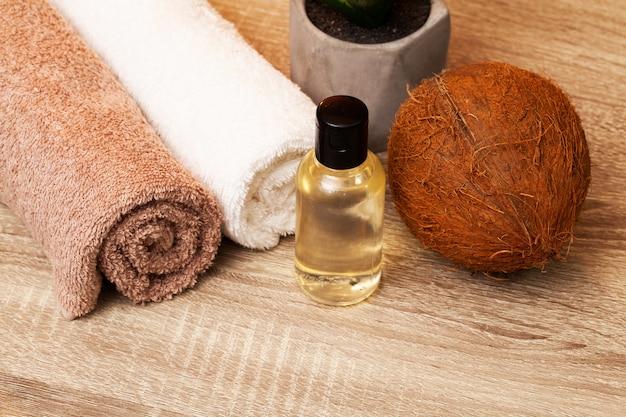 피부 관리를위한 천연 유기농 코코넛 오일