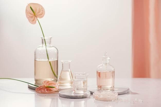 천연 유기 추출, 실험실에서 꽃 아로마 에센스 솔루션 프리미엄 사진