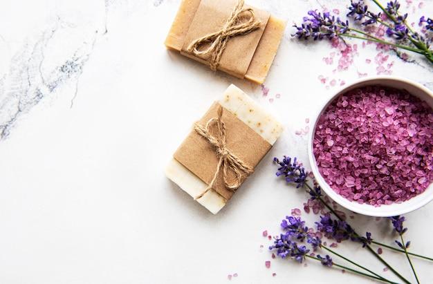 Натуральная органическая спа косметика с цветами лаванды