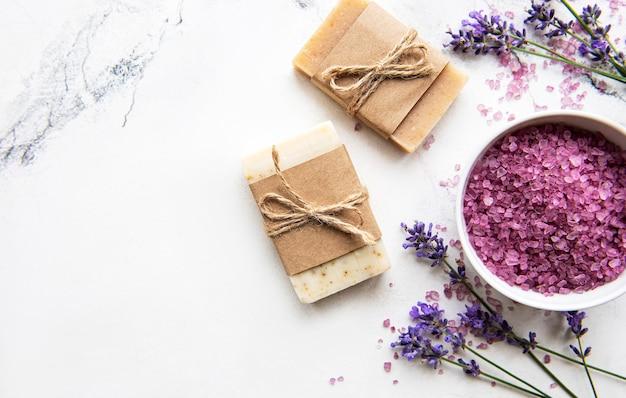 라벤더를 사용한 천연 유기농 spa 화장품.