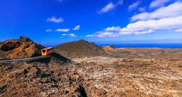 Природный парк лансароте-тиманфая с уникальными вулканическими образованиями. канарские острова