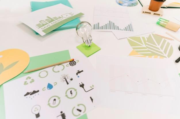 책상에 아이콘과 그래프가있는 천연 자원