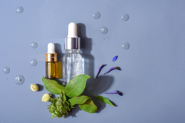 Натуральные сыворотки. концепция косметической инъекции - это гиалуроновая кислота, ботулин, сыворотка, ароматерапевтическое масло, концепция натуральной косметики.