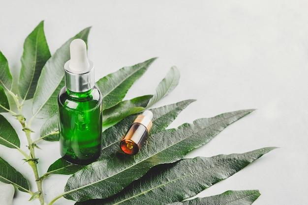 Натуральные сыворотки. концепция косметической инъекции - гиалуроновая кислота, ботулин, сыворотка.