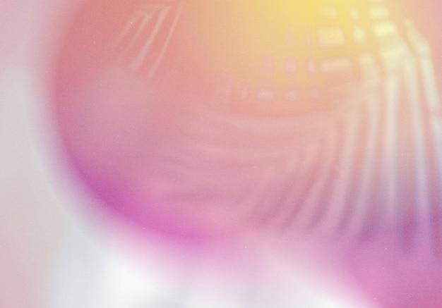 Наложение естественных теней на абстрактный градиентный красочный фон с зернистой текстурой для дизайна продукта и социальных сетей