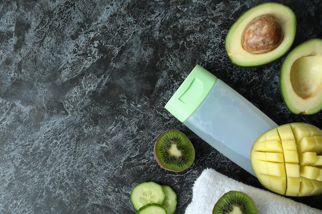 천연 샤워 젤, 타월 및 재료 블랙 스모키 테이블