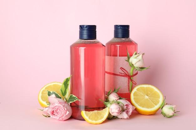 핑크에 천연 샤워 젤과 성분