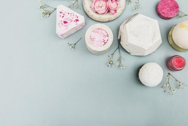 エッセンシャルオイルと薬用植物エキスを配合した天然石鹸、手作りの天然石鹸