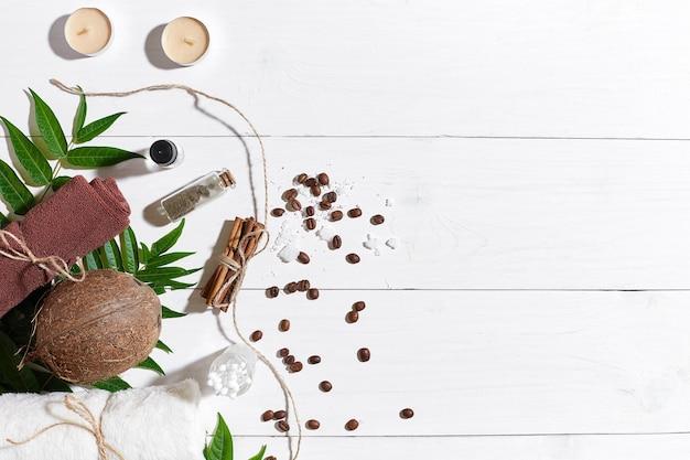 キャンドルコーヒー豆シナモンシーソルトオイルブラウンタオルココナッツと緑の葉がセットになったナチュラルスパ