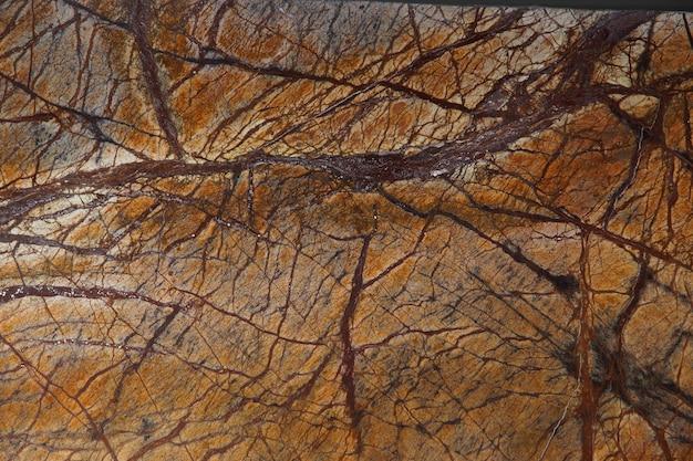 Натуральный камень ярко-оранжевый мрамор с интересными темными прожилками получил название bidasar brown.