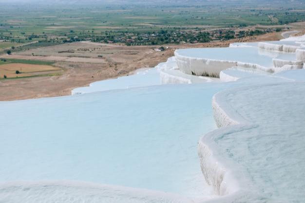自然のトラバーチンプールとテラス、パムッカレ、トルコ