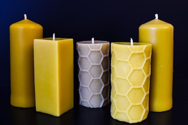 Свечи из натурального воска на темно-синем или черном цвете