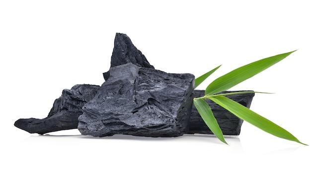 天然木炭、伝統的な木炭または堅木炭が分離されました