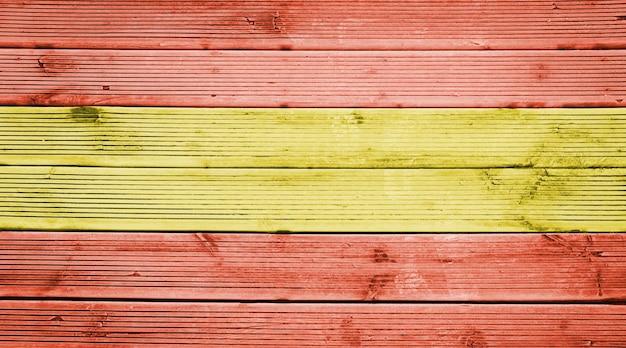 スペインの旗の色と天然木の板のテクスチャ背景