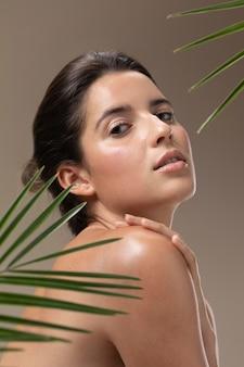 자연 젊은 여자 초상 무료 사진