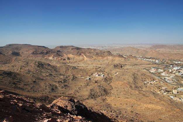 サウジアラビアの自然と山々