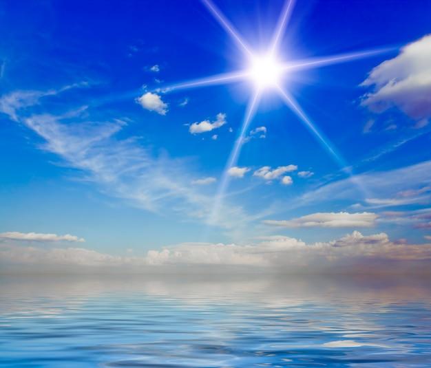 自然の背景。青い空に白い雲