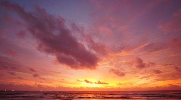 자연 아름다운 입술 하늘 일몰 황혼의 하늘입니다.