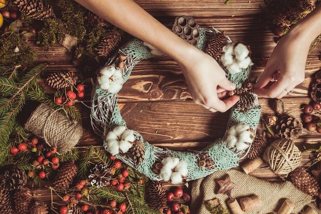 Венок из природных компонентов - подготовка к изготовлению натуральных эко-украшений с кружевом