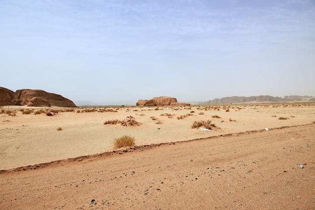 砂漠の自然はアルウラを閉じる