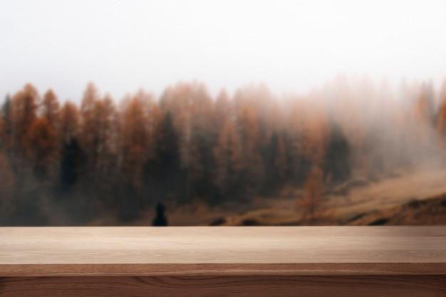 自然製品の背景、松の木と山