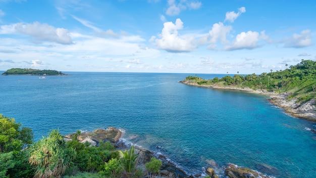 Laem promthep 케이프의 자연 보기 화창한 여름 날에 안다만 바다 아름 다운 풍경 푸 켓 태국에서 놀라운 풍경 아름 다운 여행 배경입니다.