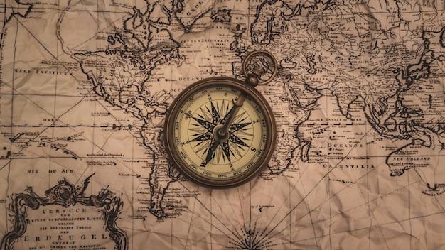 Морской латунный компас на карте