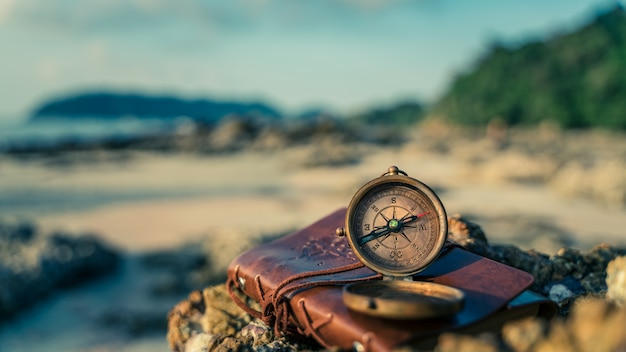 Морской латунный компас
