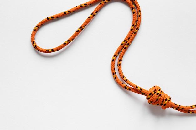航海のオレンジ色のロープの結び目