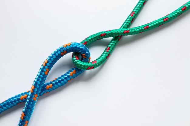 Nodi di corda nautica nei colori blu e verdi