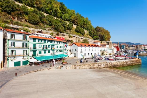 스페인 북부의 바스크 지방, 산 세바스티안 도노스티아 시내 중심가에 있는 해군 박물관 또는 운치 박물관
