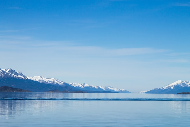 ビーグルチャネルのナビゲーション、美しいアルゼンチンの風景