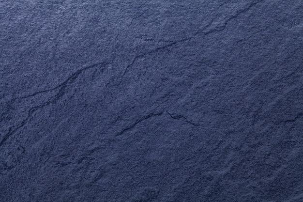 天然スレートのネイビーブルーの背景。石のクローズアップのテクスチャ。