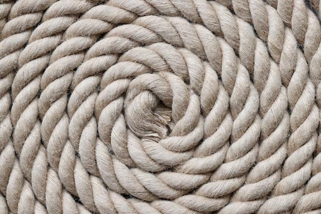 円で折りたたまれた海軍ロープクローズアップ背景上面図
