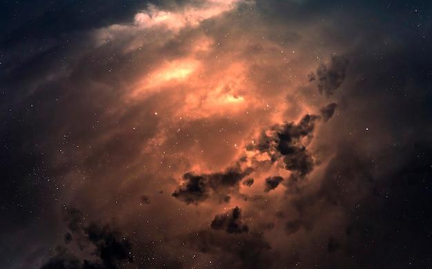 Туманность где-то в млечном пути. изображение глубокого космоса, фантастическая фантастика в высоком разрешении идеально подходит для обоев и печати. элементы этого изображения, предоставленные наса