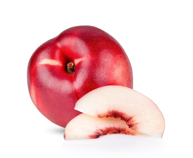 白で分離されたネクタリン果実