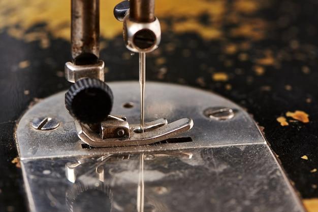 古いミシンの針