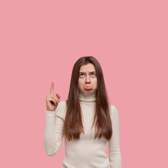 Negativo concetto di espressioni facciali umane