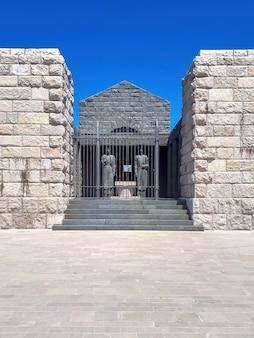 Негошская могила в черногории
