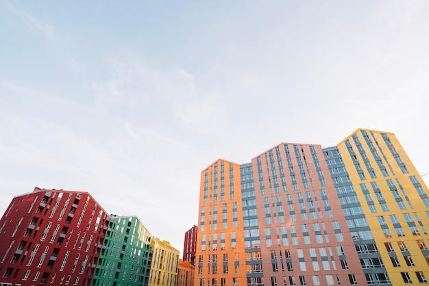Quartiere con abbondanza di nuove case