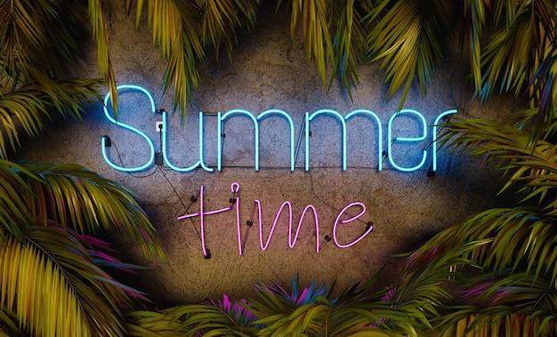 Неоновая лампа с надписью лето в окружении пальмовых листьев